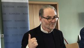 Prof. Dr. Garton Ash überzeugt die Schülerinnen und Schüler von den Vorteilen Europas.